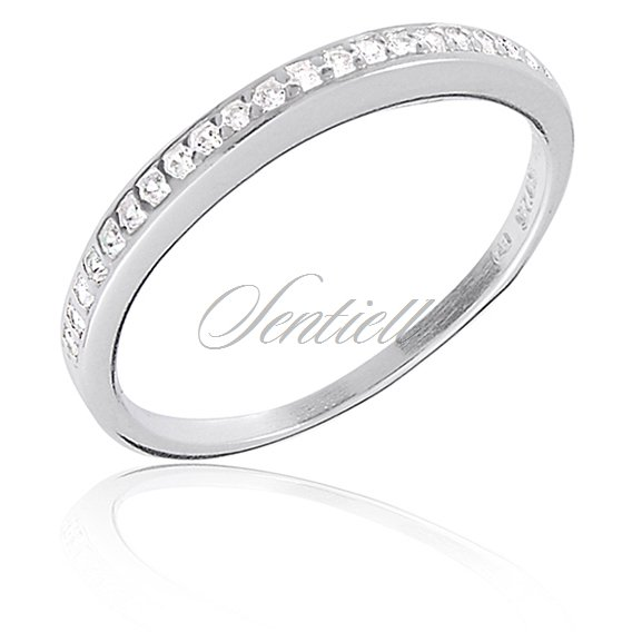 Silver (925) ring with white zirconia in line